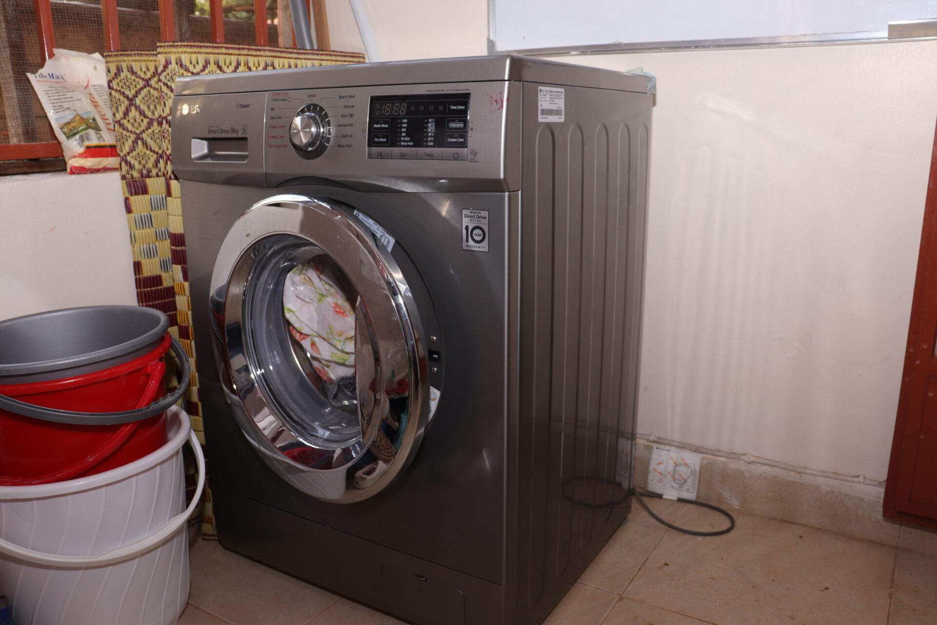LG 9 KG FULLY AUTOMATIC FRONT LOAD WASHING MACHINE