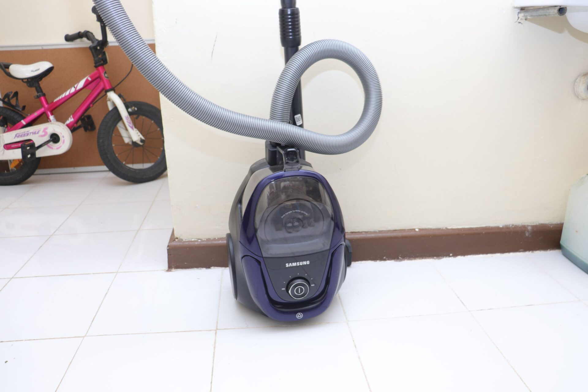 Samsung SC18M3110VB Canister Vacuum Cleane