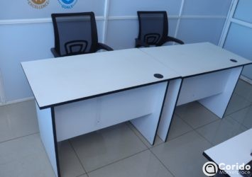 Low back Meshed Office seat and desk (9)